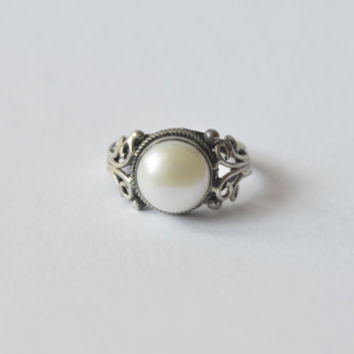 White Pearl Ring - Gemstone Ring - Stacking Ring - Silver Ring - Vintage Ring - Vintage Jewelry - Antique Jewelry - Antique Ring
