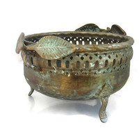 Vintage footed deep copper bowl. Fruit bowl with leaves shaped handles. Blue patina.