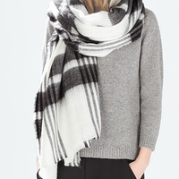 Monochrome Stripe Pattern Knitted Scarf