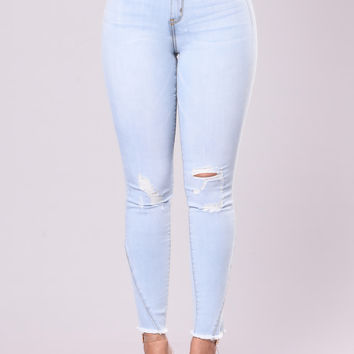 Watch Me Leave Jeans - Light Wash