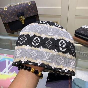 Louis Vuitton (Louis Vuitton) LV knitted hat women ear protection autumn and winter men's wild wool cold hat