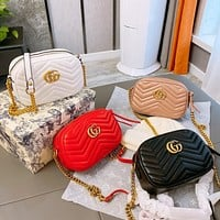 Gucci casual embroidery with a single shoulder crossbody bag with a rhombus chain