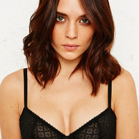 Basic Lace Bra in Black - Urban Outfitters