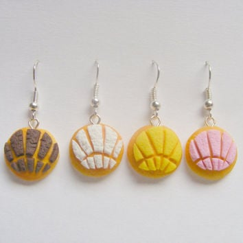 Food Jewelry, Pan Dulce Conchas, Dulce Concha, Miniature Food, Mini Food, Concha Earrings, Food Jewellery, Mexican Food, Polymer Clay Food