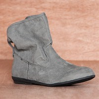 Qupid Posture Perfect Flat Faux Suede Slouch Ankle Booties Ridge-07a - Gray