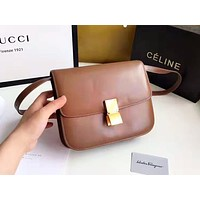 Celine sells a simple solid-colored shopping bag with a stylish retro shoulder bag Brwon