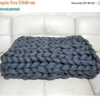 Super Chunky Blanket. Giant Knitted Merino Wool Throw. Big Yarn. Grande Punto. FASHION TREND - BIG stitch blanket by woolWow! Storm color.