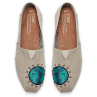 GIVING EMBROIDERED GLOBE WOMEN'S CLASSICS