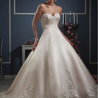 [166.99] Amazing Satin Sweetheart Neckline Ball Gown Wedding Dresses with Beaded Lace Appliques - Dressilyme.com