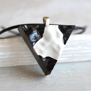 Triangle necklace - black and white