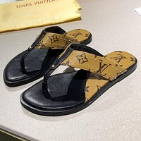 LV Louis Vuitton new product stitching color men's and women's casual sandals beach slippers flip-flops Coffee+Black