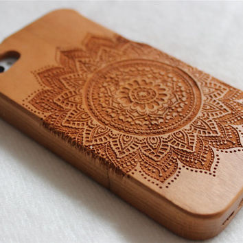Wood iphone 5 case , Engraved Mandala wood iphone 5s case , Walnut wood iphone 5 case , Bamboo wood iphone 5s case Minority Totem