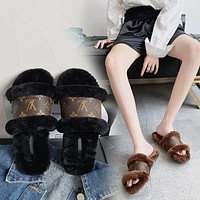LV Louis Vuitton trendy new women's plush slippers shoes