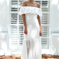 TOBY HEART GINGER - Infatuated White Lace Maxi Dress