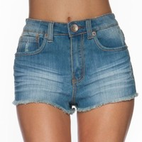 (SO8382) Dollhouse Premium Juniors Medium Frayed Bottom High Waist Denim Short Shorts in Soho Size: 7