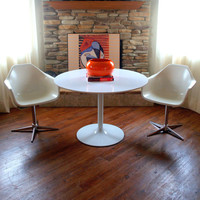 VINTAGE MID CENTURY Tulip Table in the manor of Eero Saarinen 42 inch Round Dining Table White Modern Laminate Top Pedestal Base