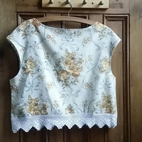 Ladies floral sleeveless blouse lace edging size 14 yellow cream top womens tops