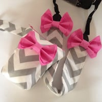 DSLR Camera Strap Cover & Lens Pouch Case Canon and Nikon Compatible Grey and White Chevron with Pink Bow