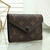 Louis Vuitton LV Hot Selling Fashion Men's and Women's Button Mini Wallet 1