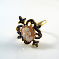 Vintage Hand Carved Shell Cameo Ring