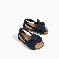 LEATHER SANDALS WITH BOW DETAIL