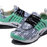 Nike: Men 's shoes with hollow out surface mesh cloth shoes skateboarding shoes of England