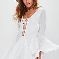 Missguided - Petite Exclusive White Lace Up Cheesecloth Flared Sleeve Dress
