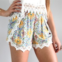 VINTAGE PATTERN LACE SCALLOPED HEM CROSSOVER RESORT BEACH SHORTS 6 8 10 12