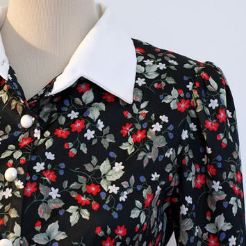Vintage shirt dress. Whirlaway Frocks. 70s does 1940s. Button down dress. Black floral dress. White collar.