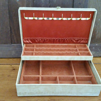 Vintage Rustic Cream Jewelry Box Jewelry Storage and Display
