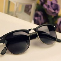 DCCKG5T Vintage Retro Design Sunglasses