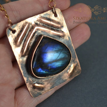 Stone labradorite in the copper metal plate, necklace of the metal sheet, necklace with the stone, pendant labradorite, blue labradorite