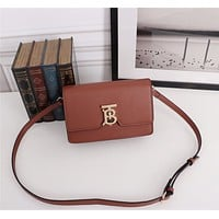BURBERRY WOMEN'S LEATHER INCLINED SHOULDER BAG