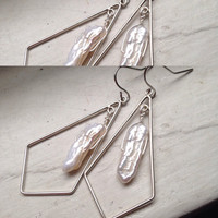 Geometric sterling silver mother of pearl earring
