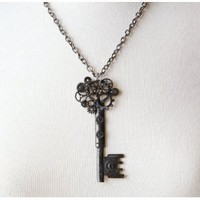 Elope Antique Style Key Gear Necklace