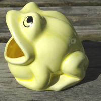 Yellow Sink Frog Scrubbie Holder Vintage Kitchen Decor Sponge Frog with Open Mouth 70's Decor
