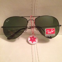 RAY-BAN Aviator SUNGLASSES Black Frame with Green Gradient Lens