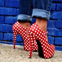 Red Pumps: What to Wear
