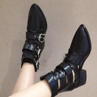 New open-belted boots with three-breasted back zipper and chunky heels