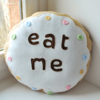 "Alice biscuit pillow   ""Eat me"" round white"