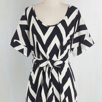 Long Short Sleeves Medium Format Memory Tunic in Black and White Zigzag