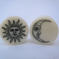 "Organic Bone Plugs / Gauges Sun & Moon 4g / 5mm, 2g / 6mm, 0g / 8mm, 00g / 10mm, 1/2"" / 12mm, 9/16"" / 14mm, 5/8"" / 16mm, 3/4"" / 19mm"