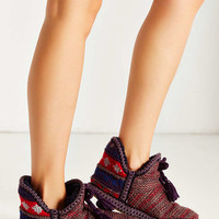 MUK LUKS Weekend Getaway Amira Slipper - Urban Outfitters