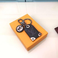KUYOU LOUIS VUITTON black flower pendant Travel Tag bag decoration and key chain highlight the nomadic spirit of LV