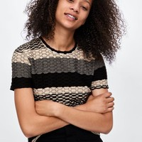 TOP WITH CONTRASTING SCALLOPED TRIM DETAILS