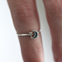 Vintage 70s Southwestern // Crescent Moon Star Ring // Sterling Silver // Turquoise // Unsigned //  Midi Knuckle Ring // Size 4