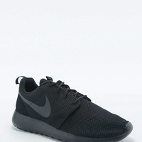 Nike Roshe Run Black Trainers - Urban Outfitters