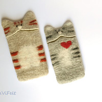 Cat iPhone 5 case. Grey tabby cat. Felt iPhone 5 case, soft cover cute kitty smartphone case. Love, red heart, best friend, sister gift.