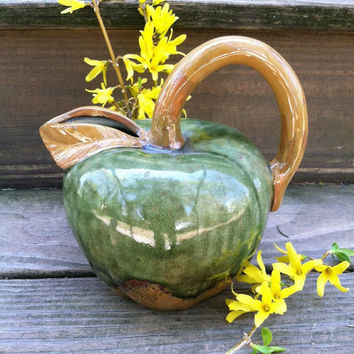 Apple Pitcher Vintage Ceramic Green and Brown Apple Pitcher Country Kitchen Dining Decor Mid Century Cottage Chic Porcelain Apple Pitcher