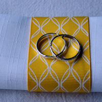 WEDDING NAPKIN RINGS, Yellow and White Napkin Ring with 2 Faux Silver Bands, Spring Napkin Ring, Handmade, Table Decor, Summer Napkin Holder
